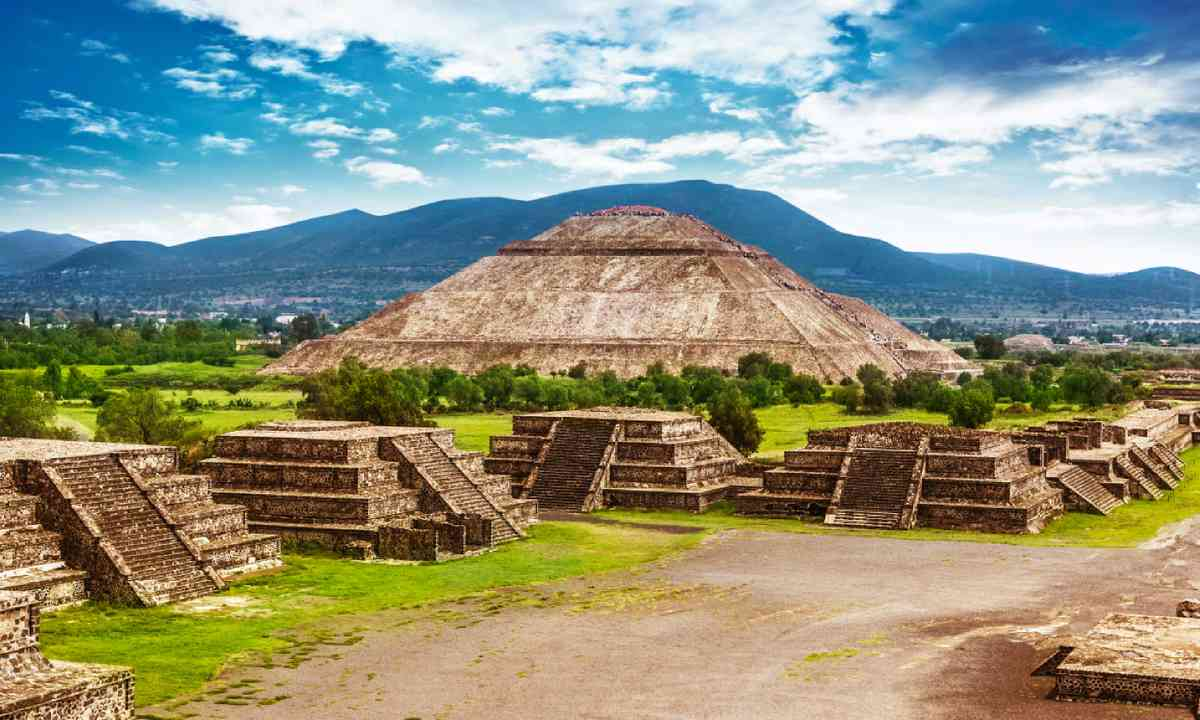 Pyramids of the Sun and Moon at Teotihuacan (Shutterstock)