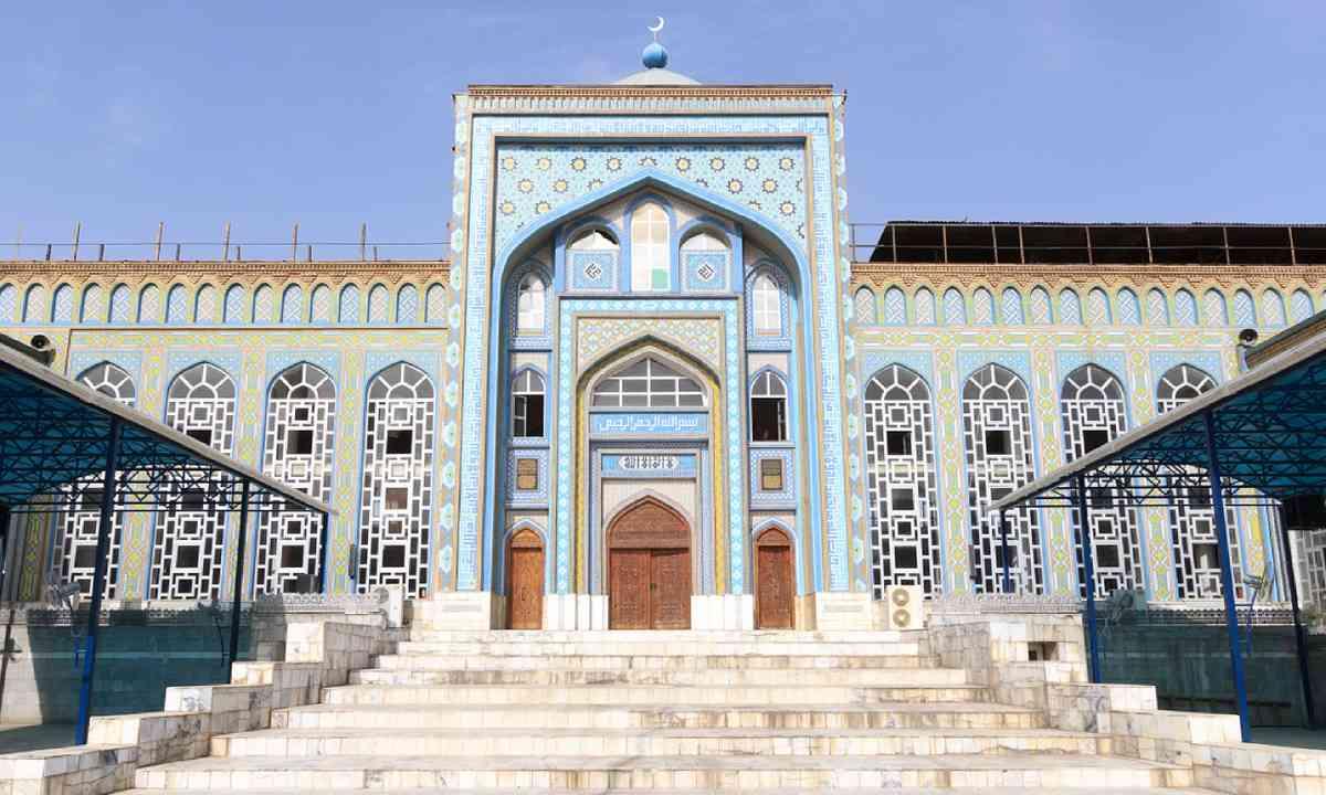 Mosque Haji Yaqub in Tajikistan (Shutterstock)
