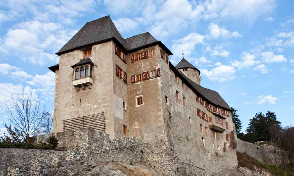 Matzen Castle (Shutterstock)