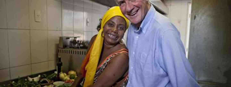 Michael Palin with Brazilian cook (BBC)