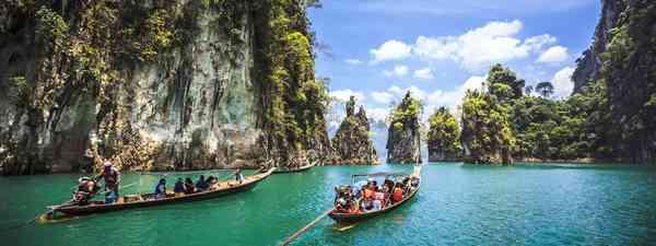Wander the floating markets of Bangkok (Tourism Authority of Thailand)
