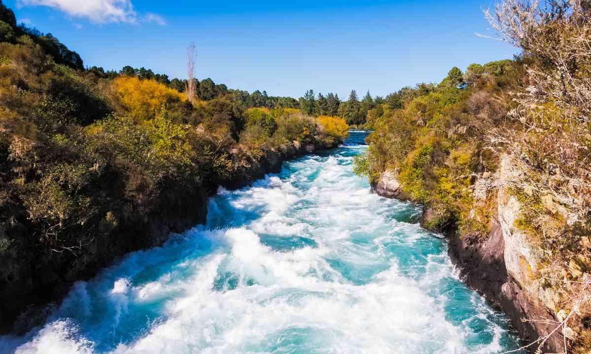 Huka Falls Waikato River near Taupo (Dreamstime)