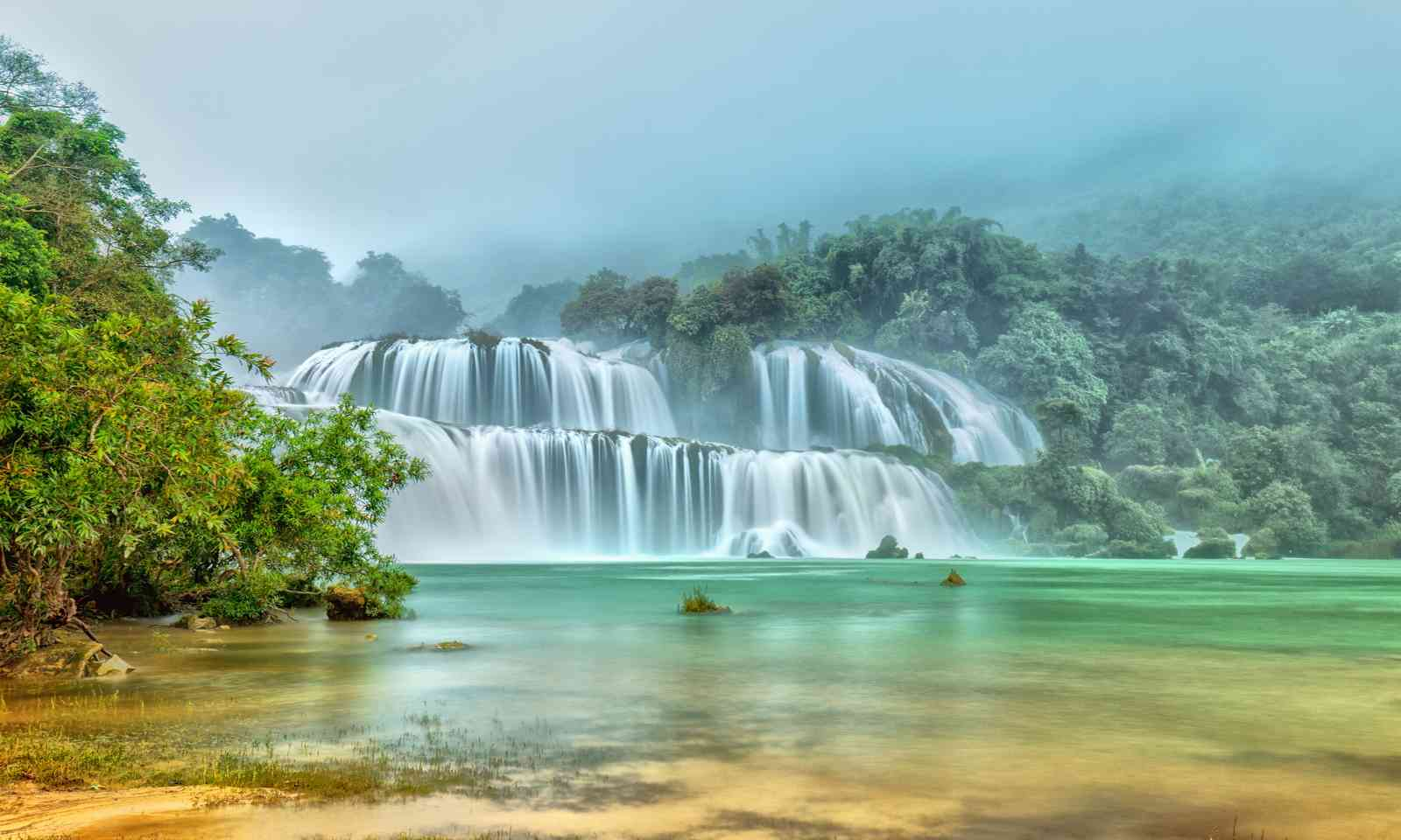 Ban Gioc–Detian Falls on a misty morning (Dreamstime)