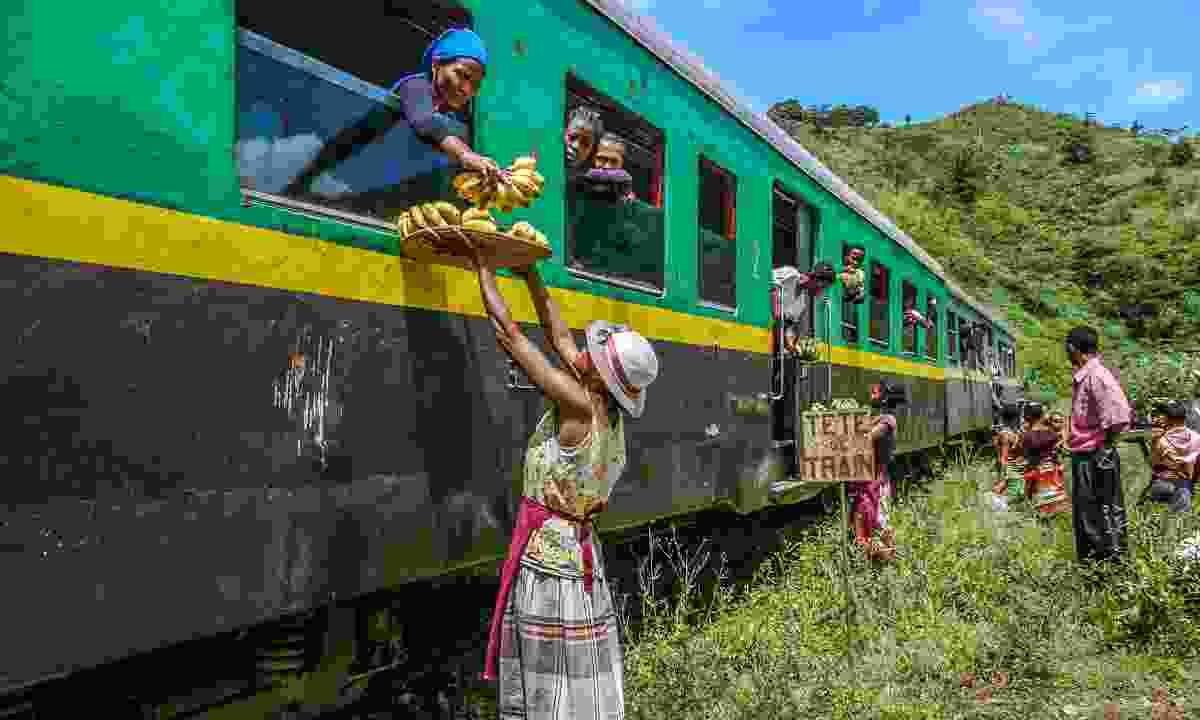 Buying bananas on the journey to Manakara (Shutterstock)