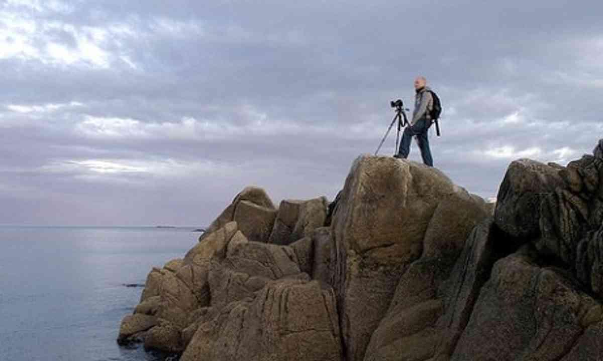 Photographer on rocks (Steve Davey)