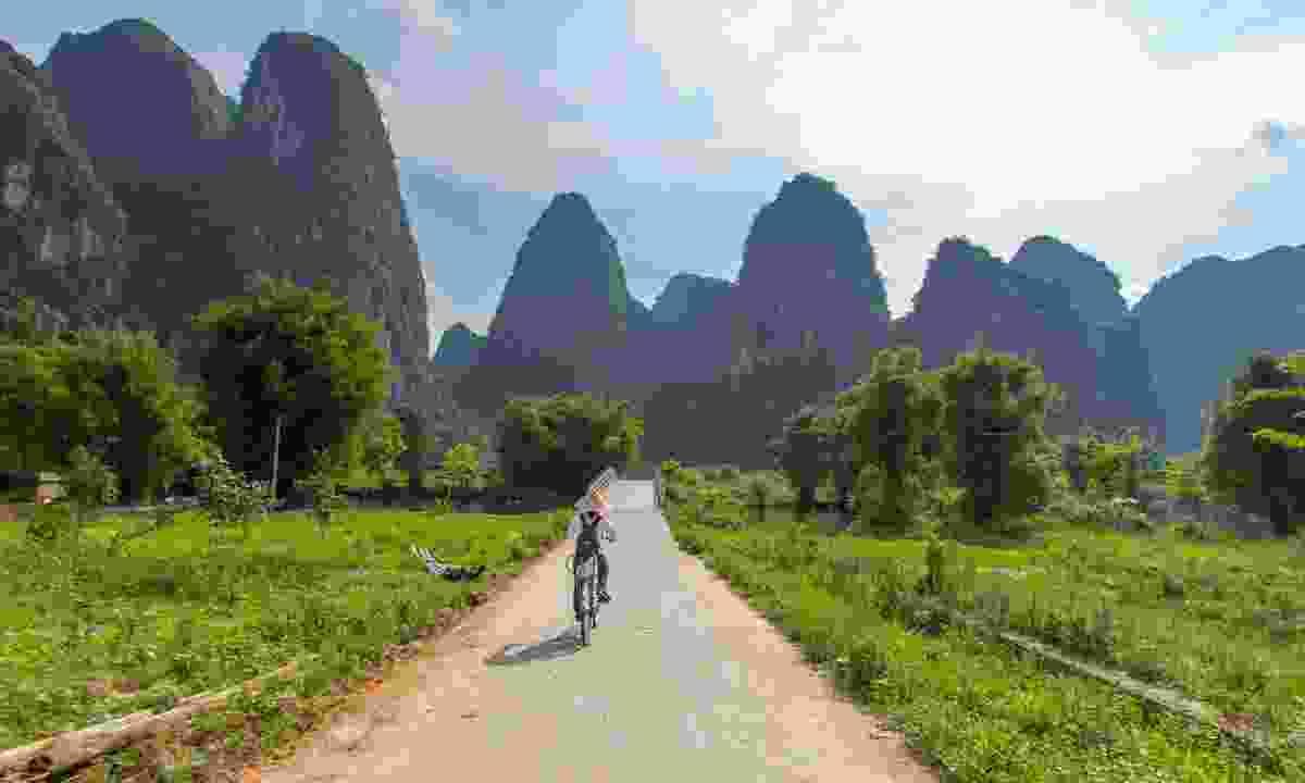 Cycling in Yangshuo, Guangxi (Shutterstock)