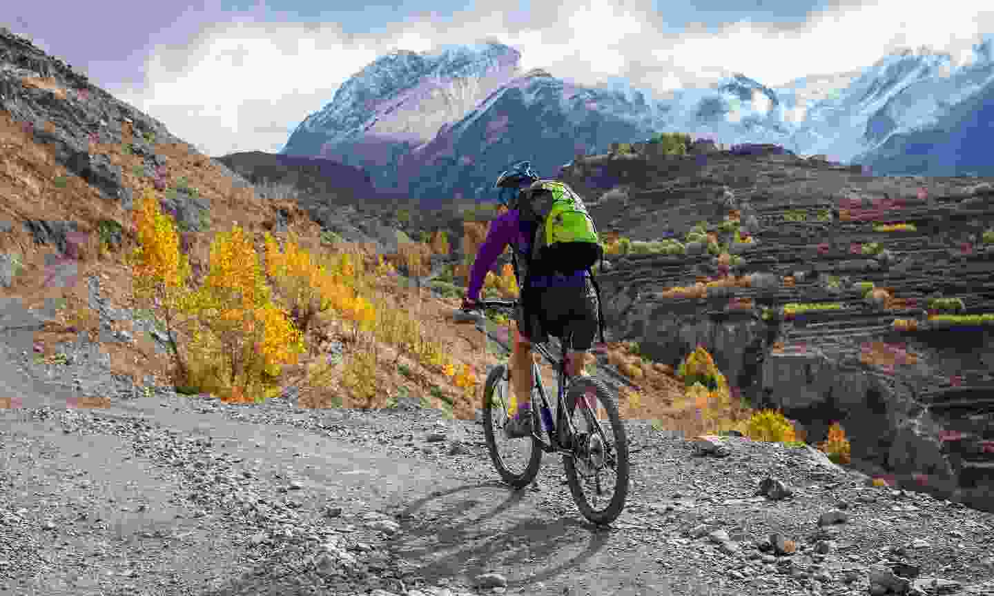 Cycling in the Annapurna region (Shutterstock)