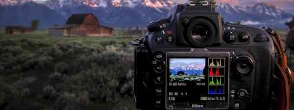 Photographing the barn at GTNP 2013 (Flickr C/C: Gord McKenna)