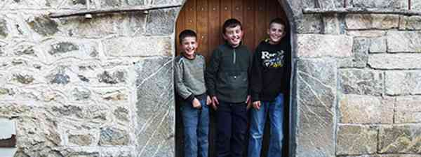 Kosovo kulla kids (Peter Moore)