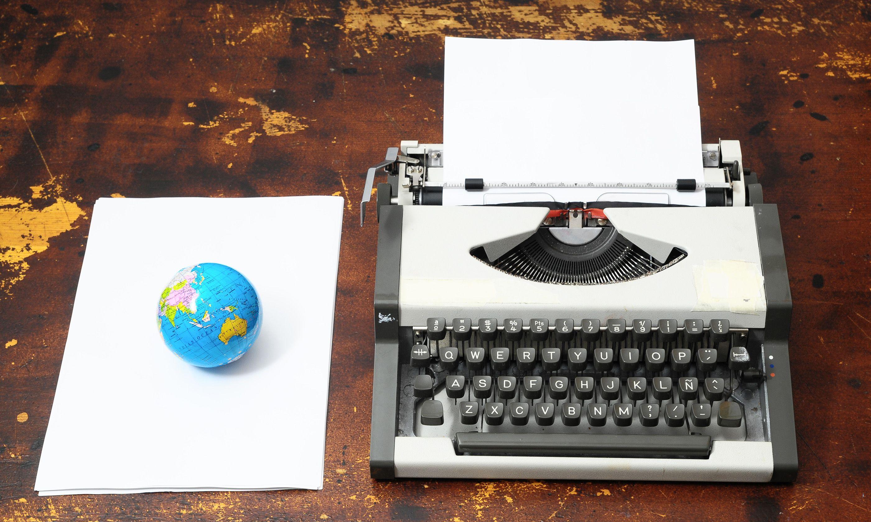 Vintage typewriter (Shutterstock.com)