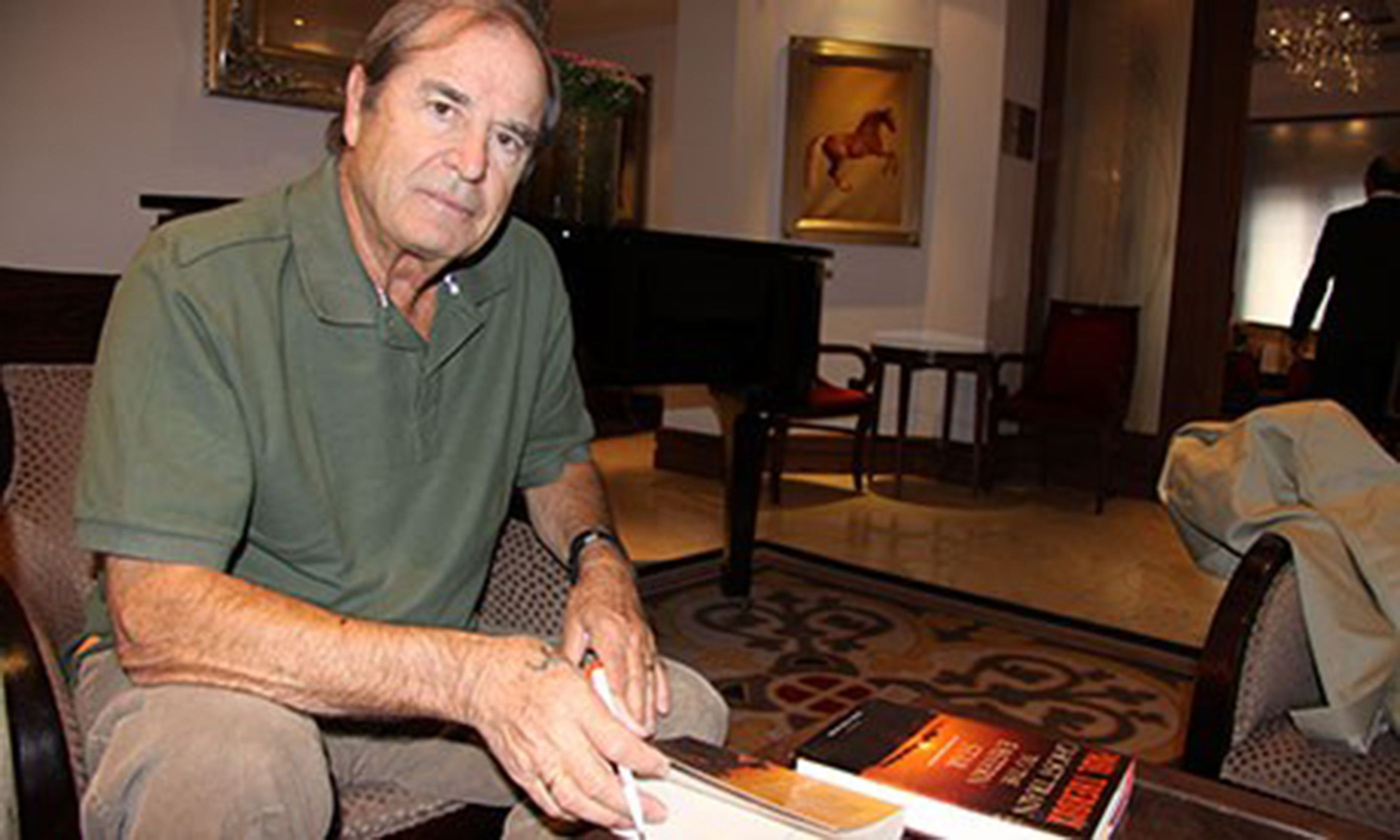 Paul Theroux (Peter Moore)