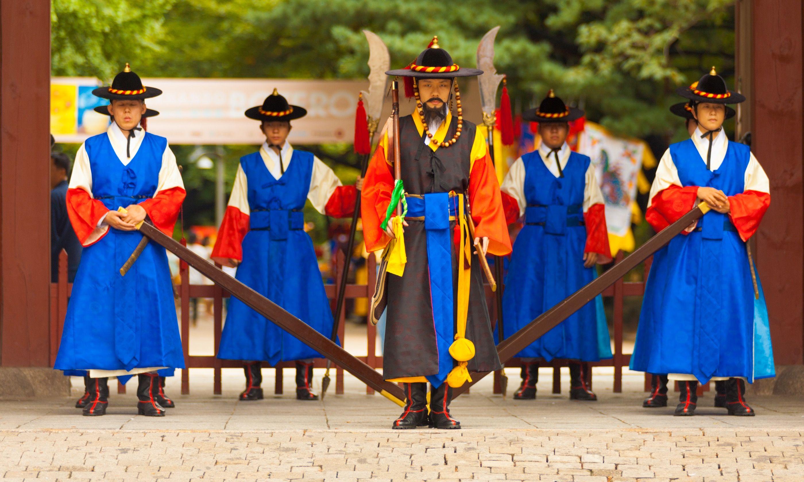 Colourful Korean guards (Shutterstock.com)
