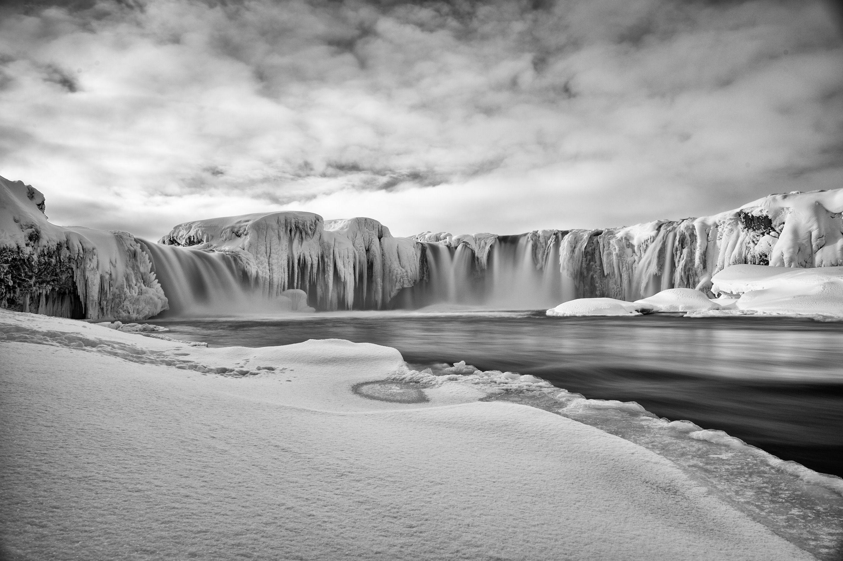 Goðafoss waterfal (Howard Angus)
