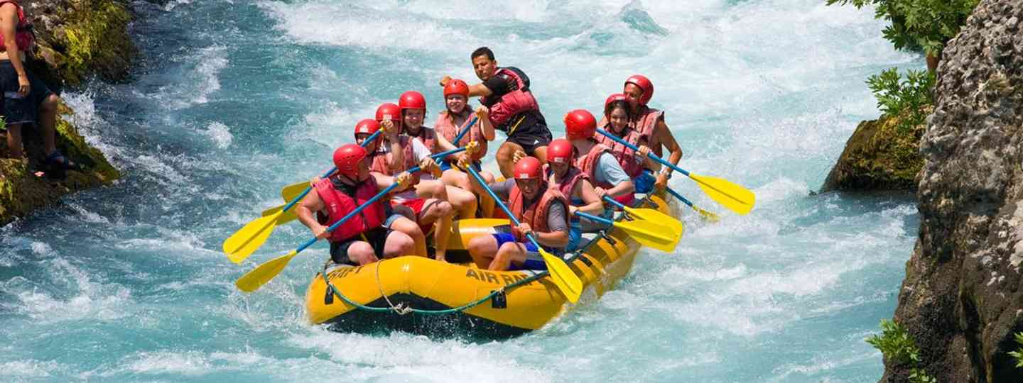 White water rafting in Switzerland (www.swiss-image.ch)