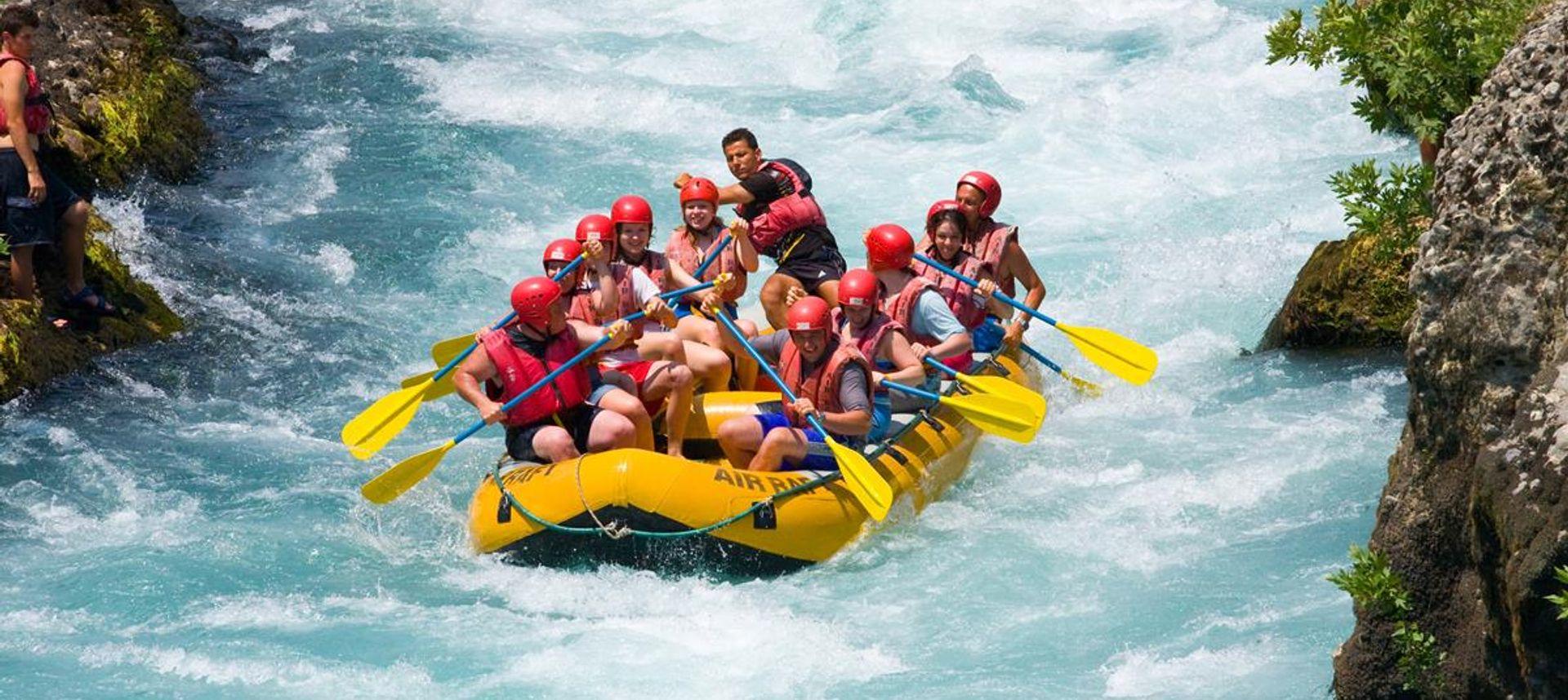 White water rafting in Switzerland (www.swiss-image.ch)