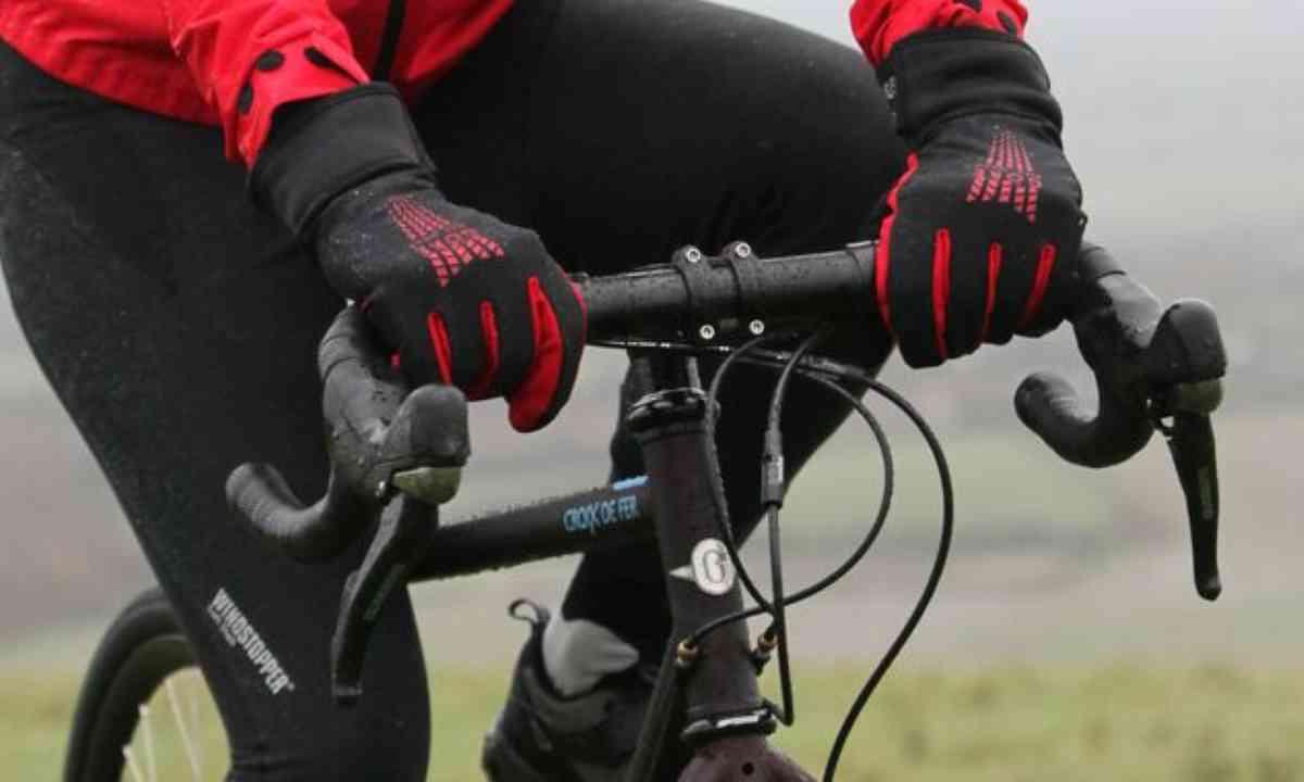Gloves. Handy. (Keith Ducatel)