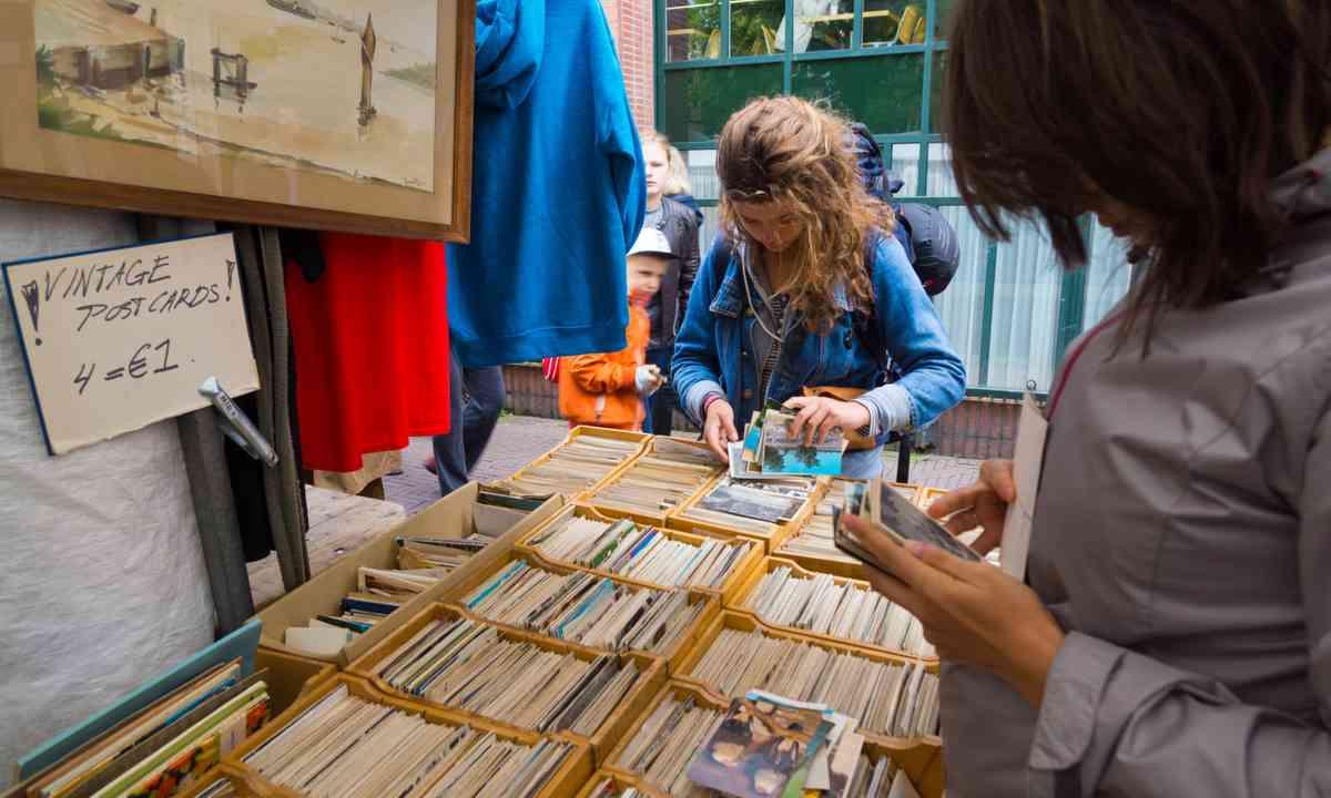 Flea market in Amsterdam (Dreamstime)