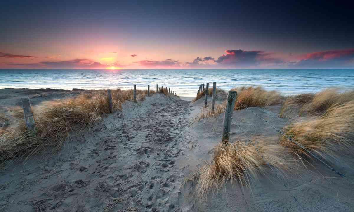 Dutch beach at sunset (Dreamstime)