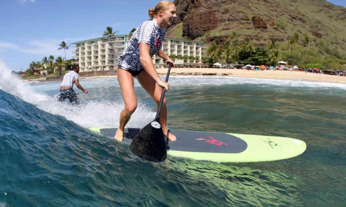 Paddleboarding in Hawaii (Shutterstock)