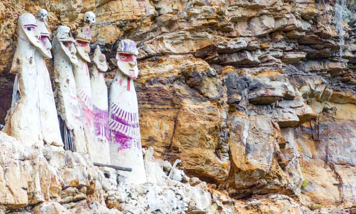 Sarcophagi near Chachapoyas, Peru (Dreamstime)