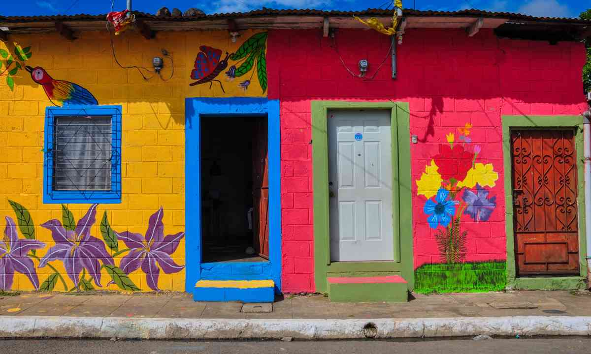 Colourful houses in San Salvador (Shutterstock.com)