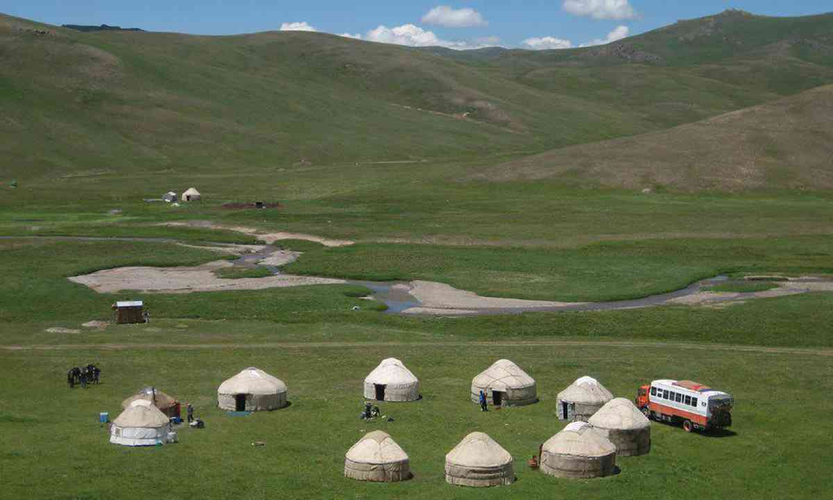 Yurt camping with Dragoman in Mongolia