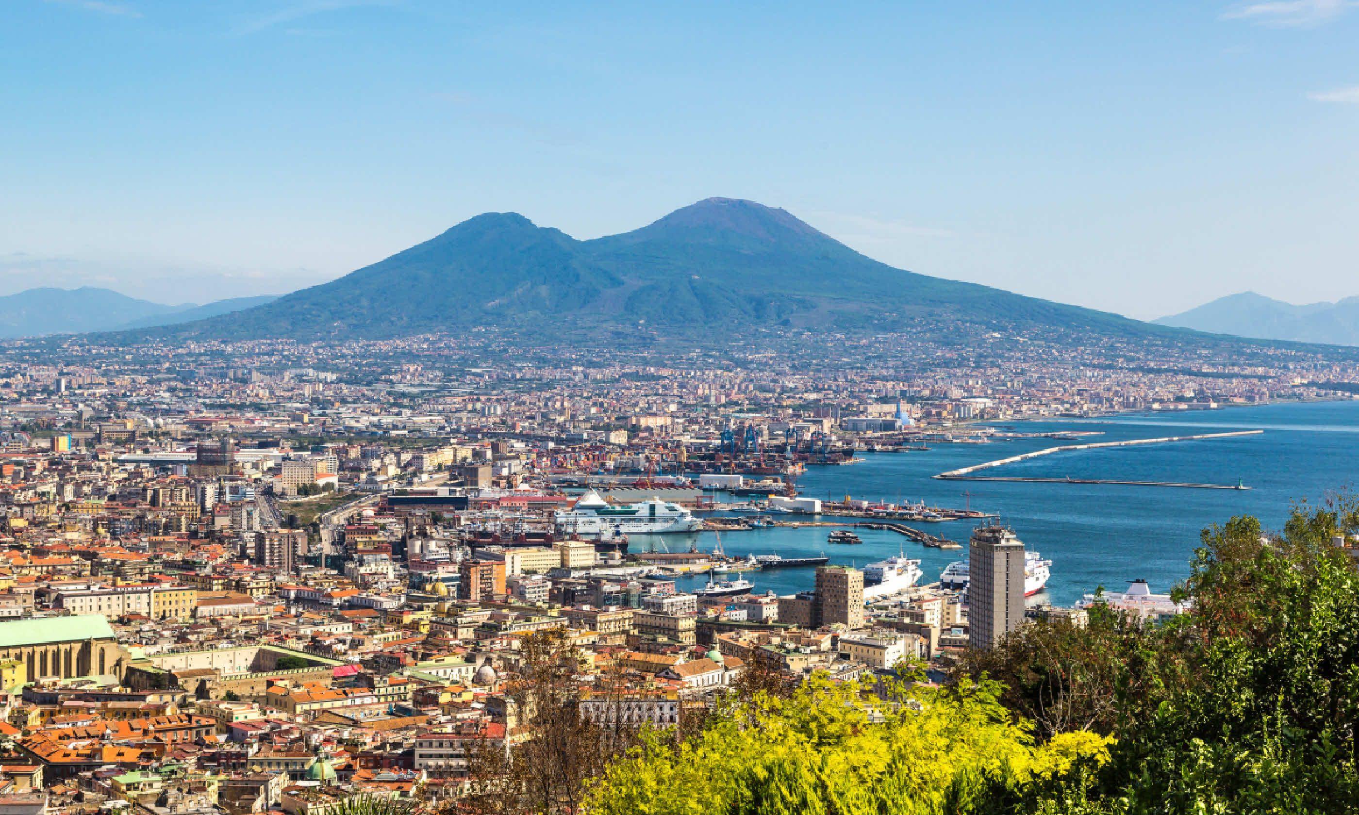 Mount Vesuvius overlooking Naples (Shutterstock)