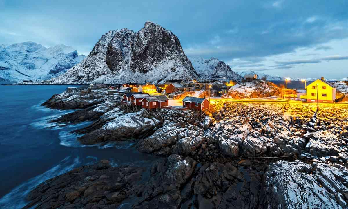 Reine, Lofted Islands (Shutterstock.com)