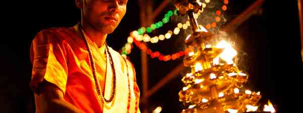 Aarti ritual, Varanasi (Shutterstock.com)