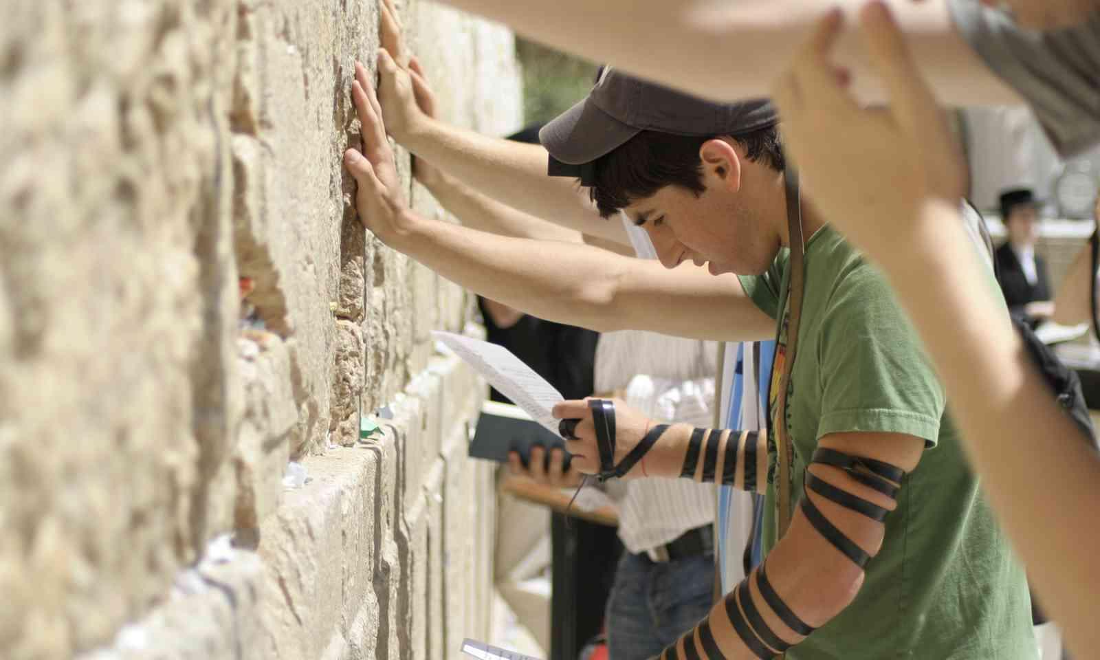 Praying at the Wailing Wall (Dreamstime)