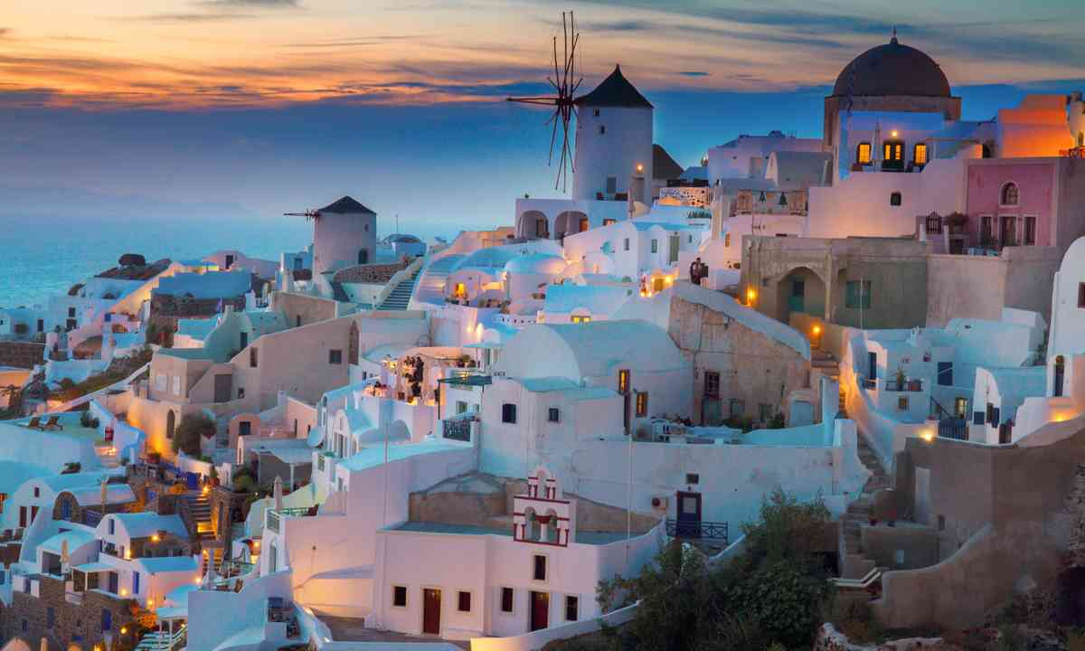 Santorini by night (Shutterstock.com)