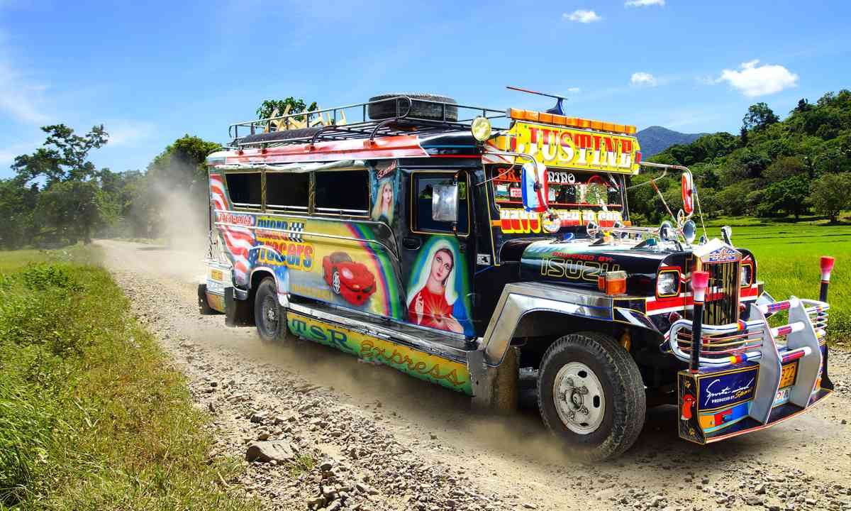 Jeepney (Shutterstock.com)