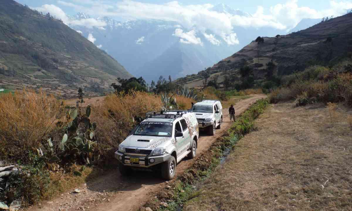 On the road in Peru (Peru Safari)