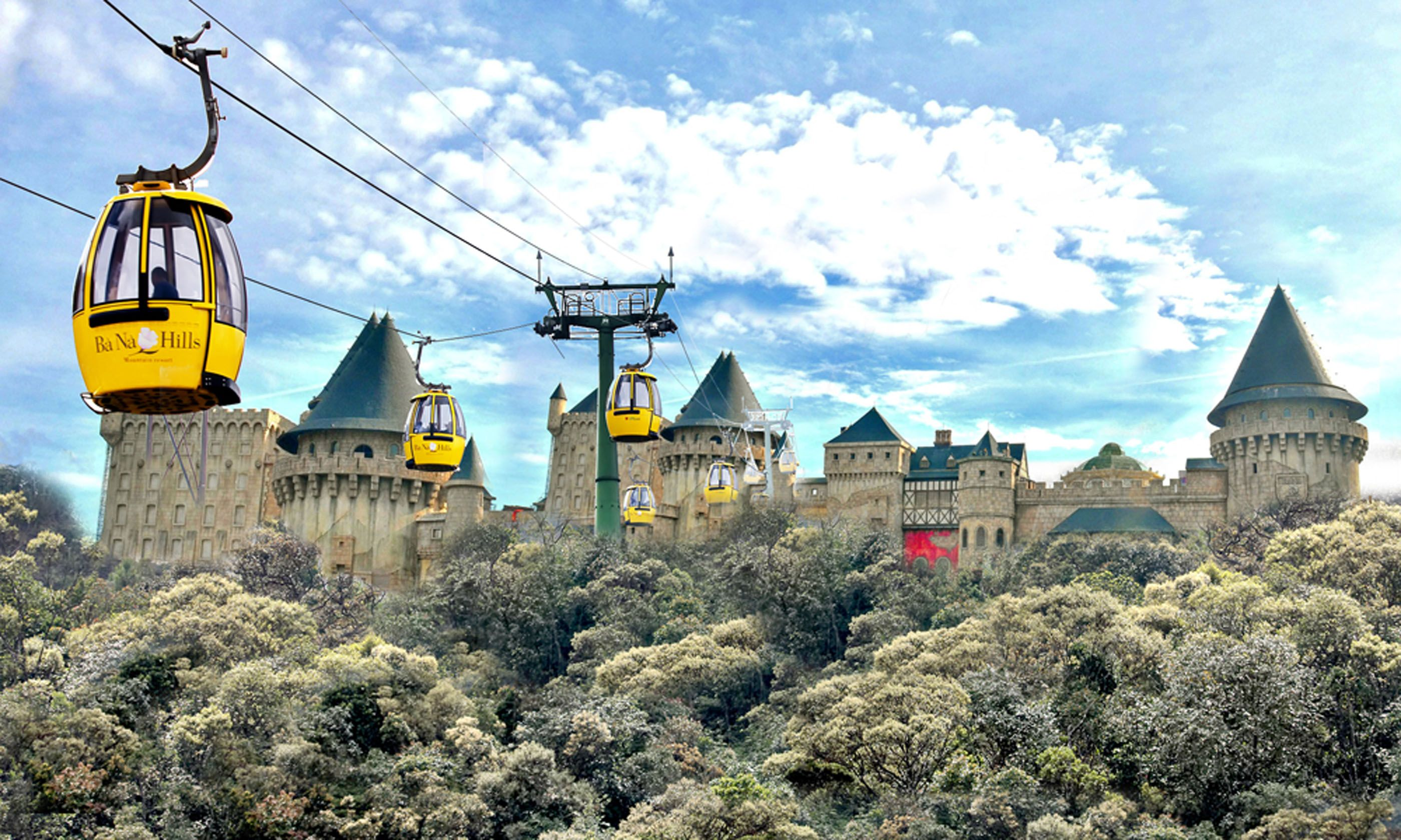 Cable cars leaving the world's biggest and strangest station (Ba Na Hills Cable Car)