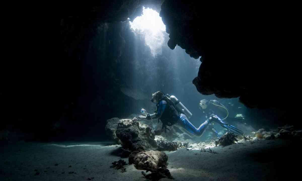 Cave diving (Shutterstock.com)