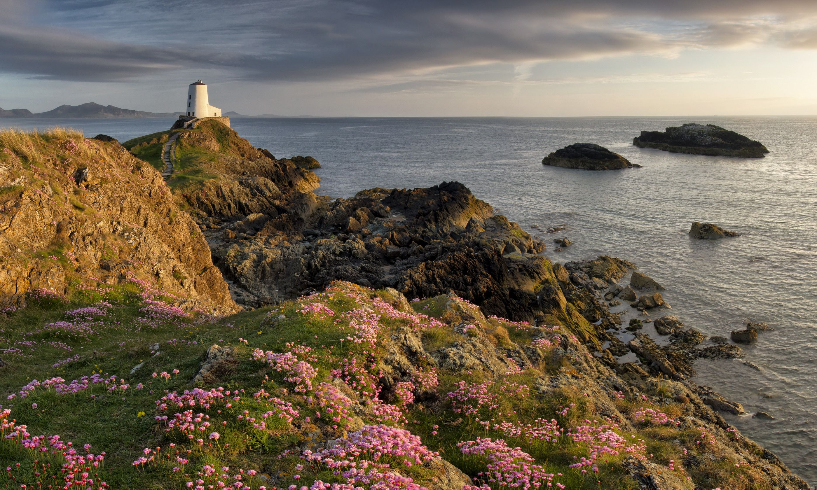 Lover's Island lighthouse, Anglesey (Shutterstock.com)