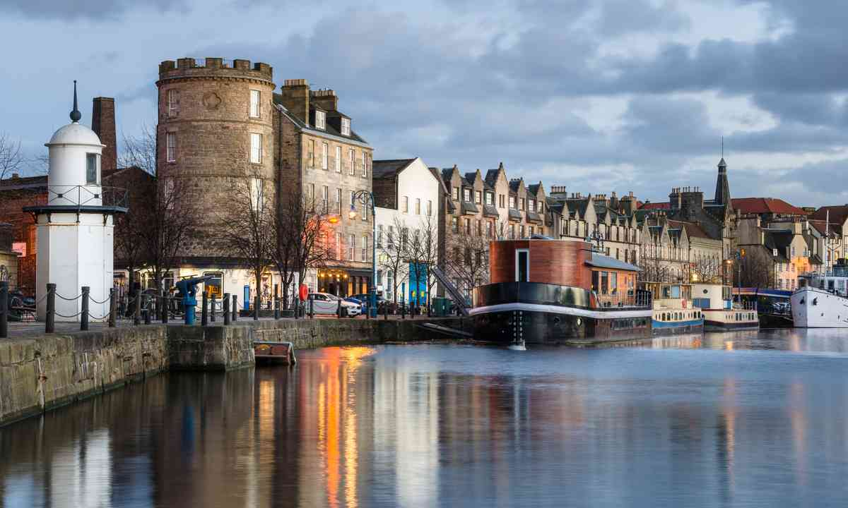 Leith harbour at dusk (Dreamstime)