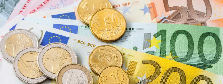 Travel money (Shutterstock: see below for details)