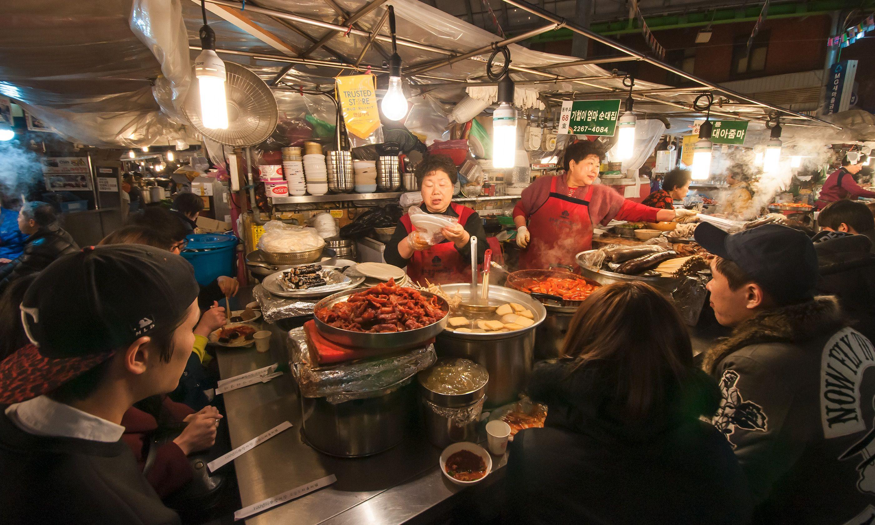 Street food in Gwangjang (Shutterstock.com)