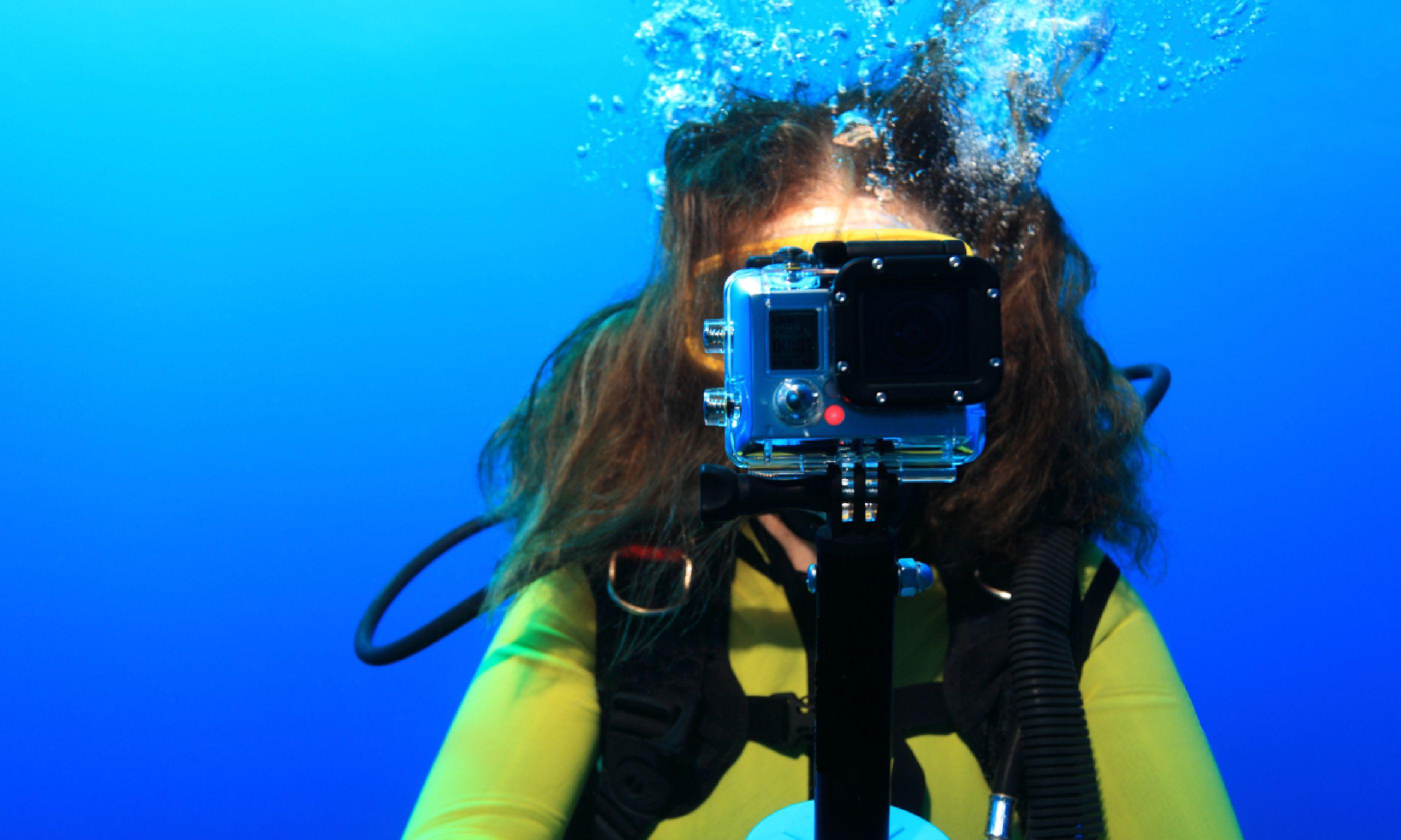 Filming underwater (Shutterstock)