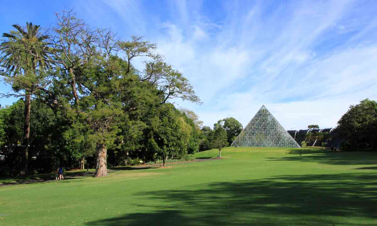 Pyramid green house, Botanical Gardens (Dreamstime.com)