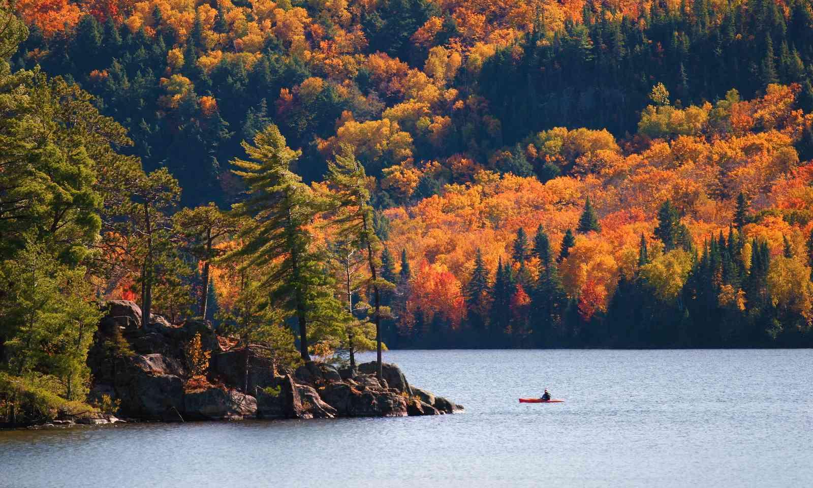 Kayaking in Canada (Shutterstock.com)