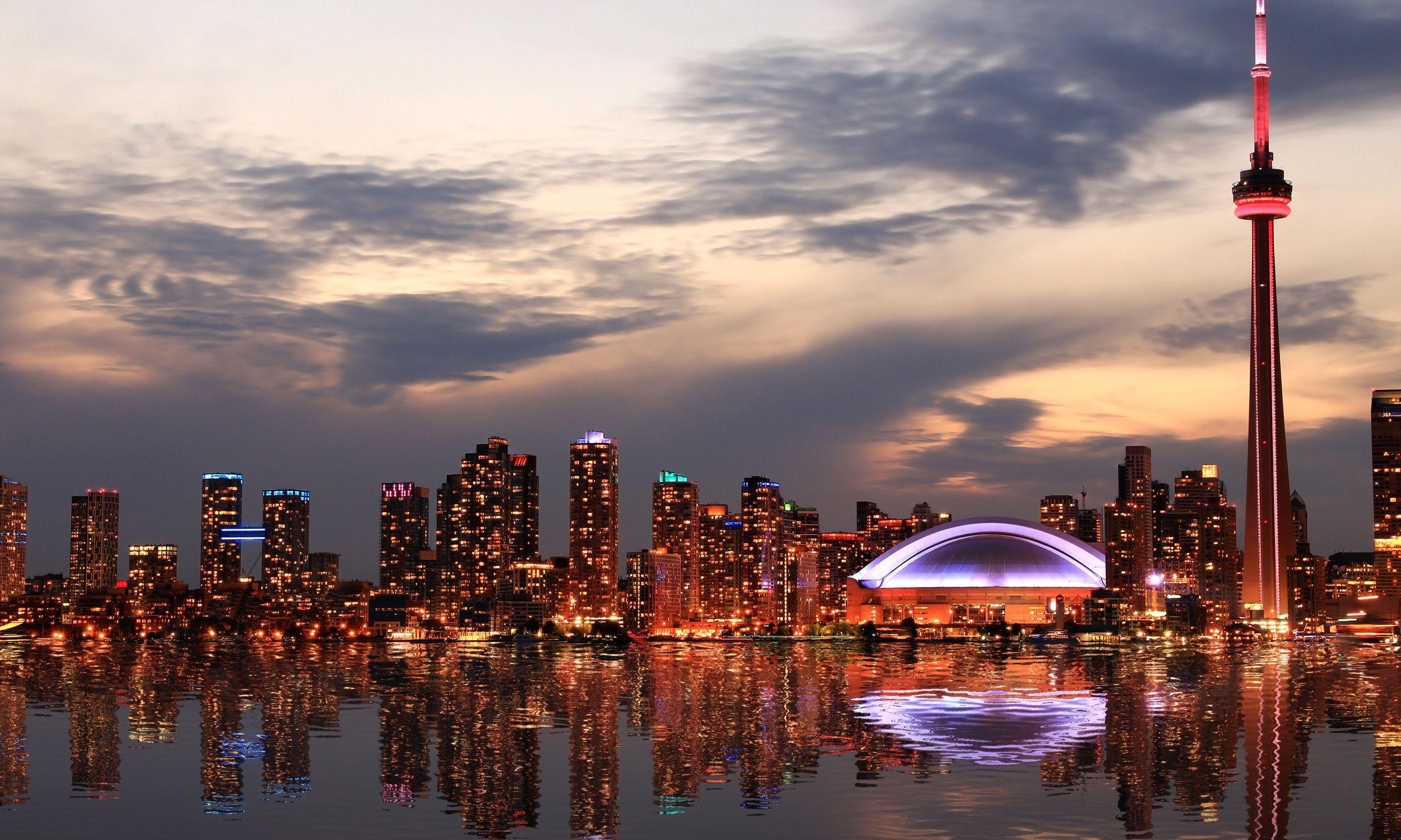 Toronto skyline (Shutterstock.com)