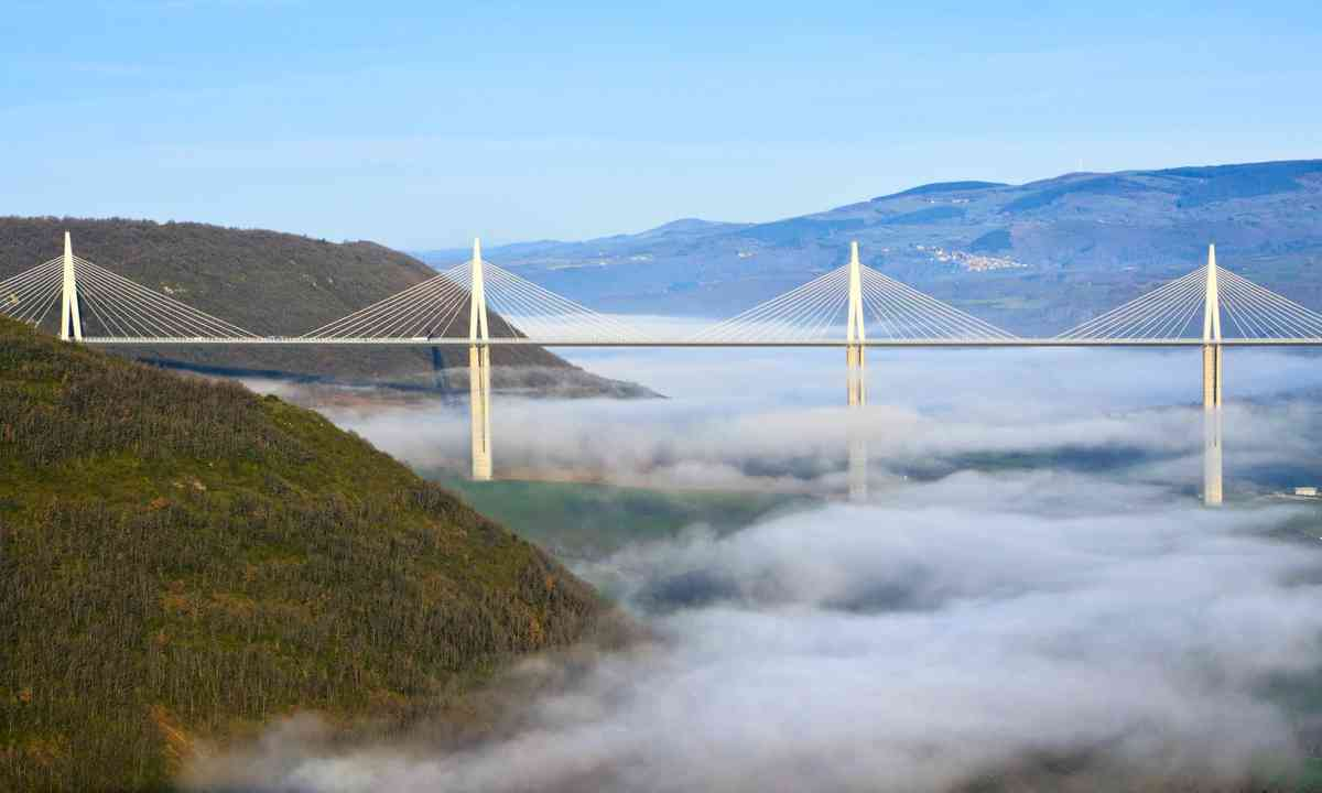 Morning mist over Millau Viaduct (Dreamstime)
