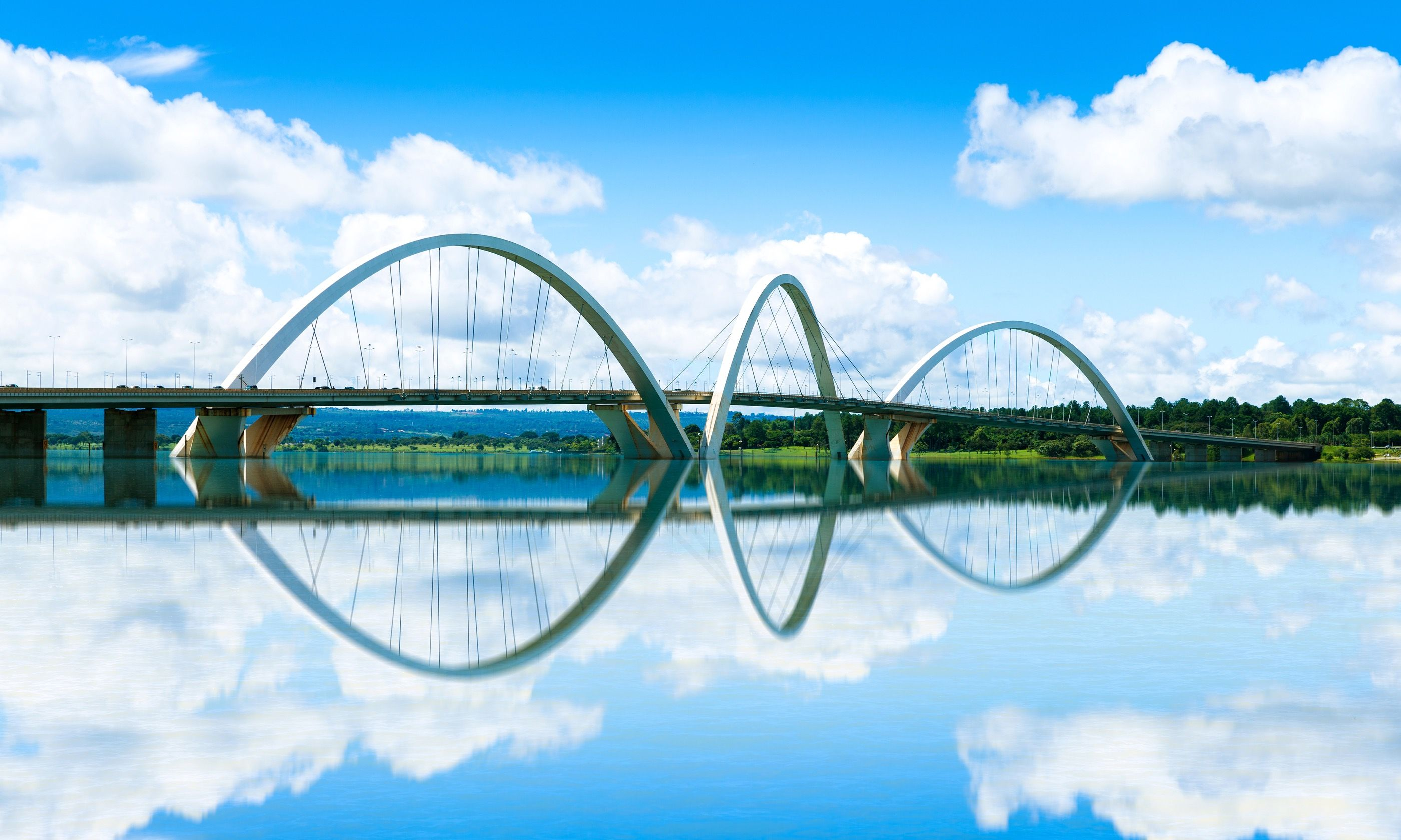 The JK Bridge reflected in Lake Paranoá (Dreamstime)