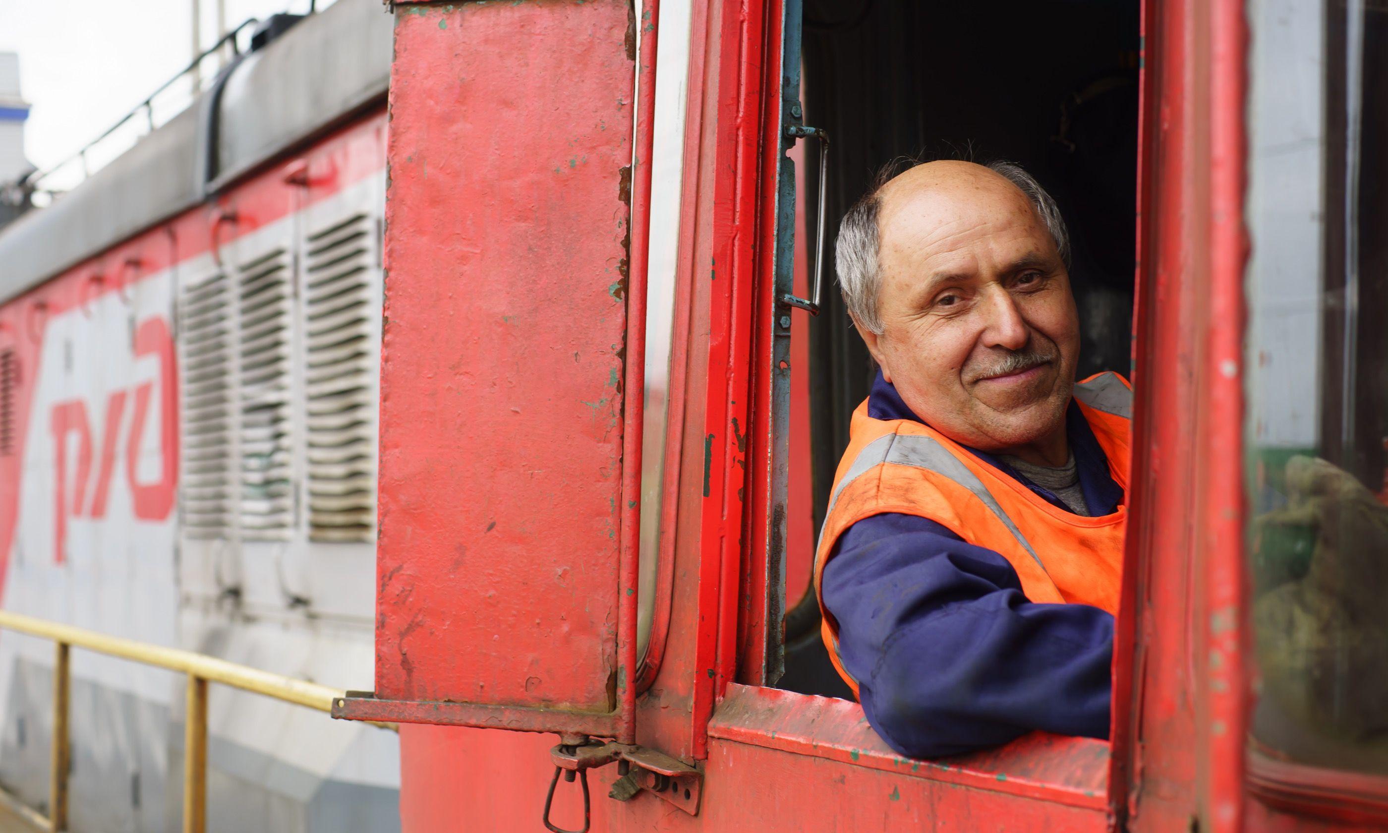Russian train driver (Shutterstock.com)