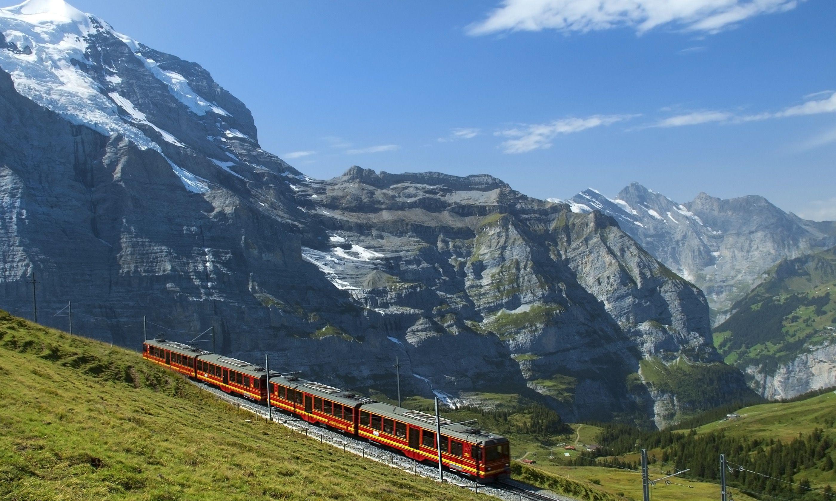 Train travelling through the Swiss Alps (Shutterstock.com)
