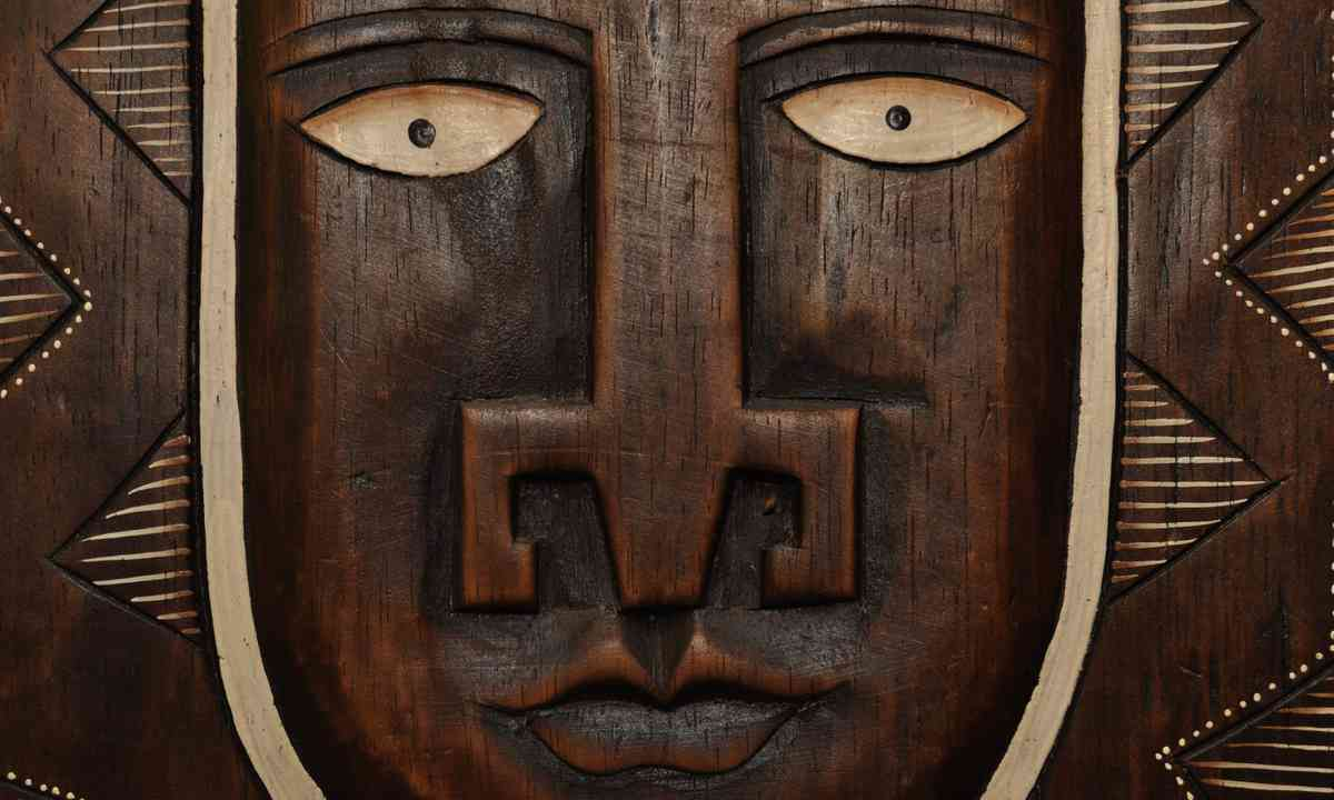 African sculpture in Butare (Dreamstime)