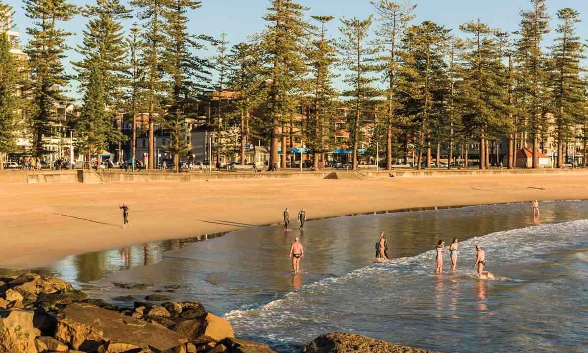 Swimmers at Manly Beach (Keith McInnes/Destination NSW)