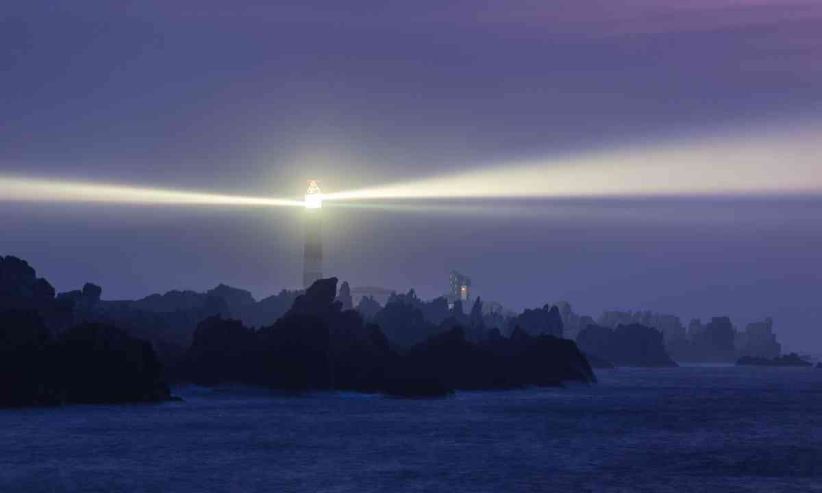 The powerful beam of Creac'h Lighthouse (Dreamstime)